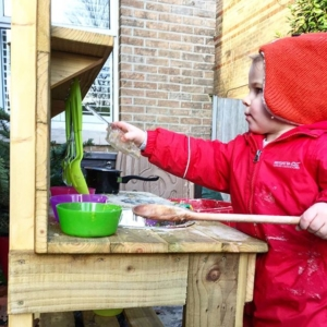 We've been busy cooking today with @muddychefmudkitchens mud kitchen. Love independent businesses even more when they are local. I'll be adding some little prompts for the mud kitchen on @harrietandviolet