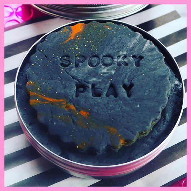 Spooky playdough - I love making playdough, I guess it's because I can make it better than I can cook.  This black playdough is fantastic to pop into a tin and take out and about. It can keep a little one entertained and it keeps it airtight.  A few ideas for spooky playdough ready for next month; making bats + decorating, creating pumpkins, spiders, making witch hats, cats or a Halloween monster. What do you little ones make with playdough?  Recipe used: • 1 cup flour •1/2 cup salt •1 cup of water •2 tbsp oil •2 tsp creme of tartar I made it black using Brusho powder, you could use icing colour or food colouring but often they aren't as dark black.  #printplaylearn #playdough #playpack #quickplaydough #playdohrecipe #play #EYFS #earlyyears #teachers #oct_playalong