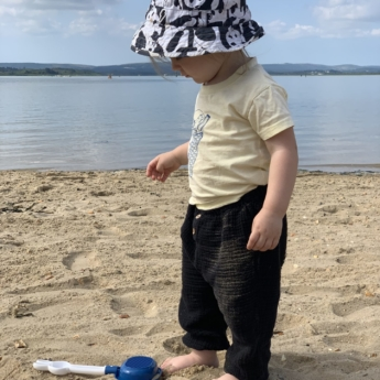 beach toddler playing printplaylearn